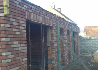 Dom z cegły fasadowej.